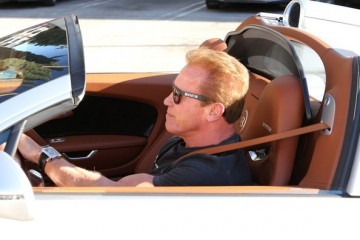 arnold-schwarzenegger-seen-driving-his-bugatti-veyron-photo-gallery_1
