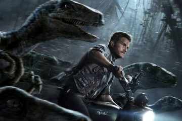 Jurassic-World-Chris-Pratt-and-Raptors-Crop