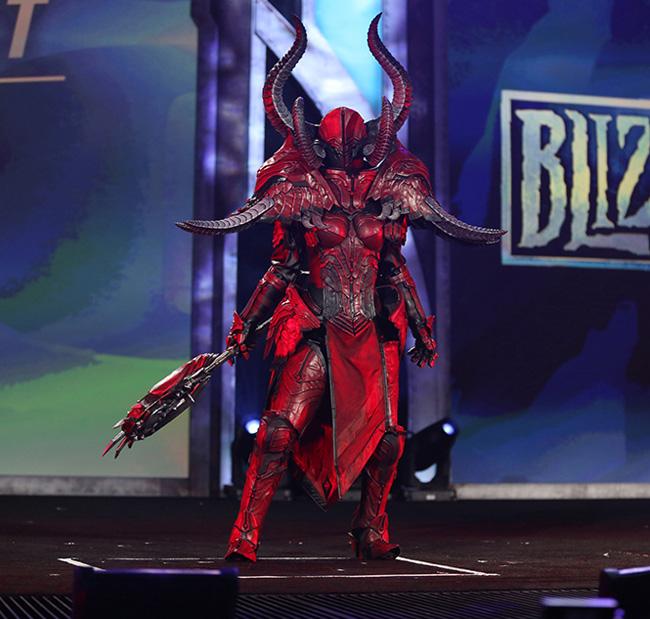 Diablo -Doom Armor - Crusader Blizzcon inquusitr