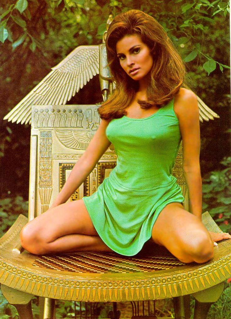 Raquel_Welch_sexygirlphotos.filminspector.com_1