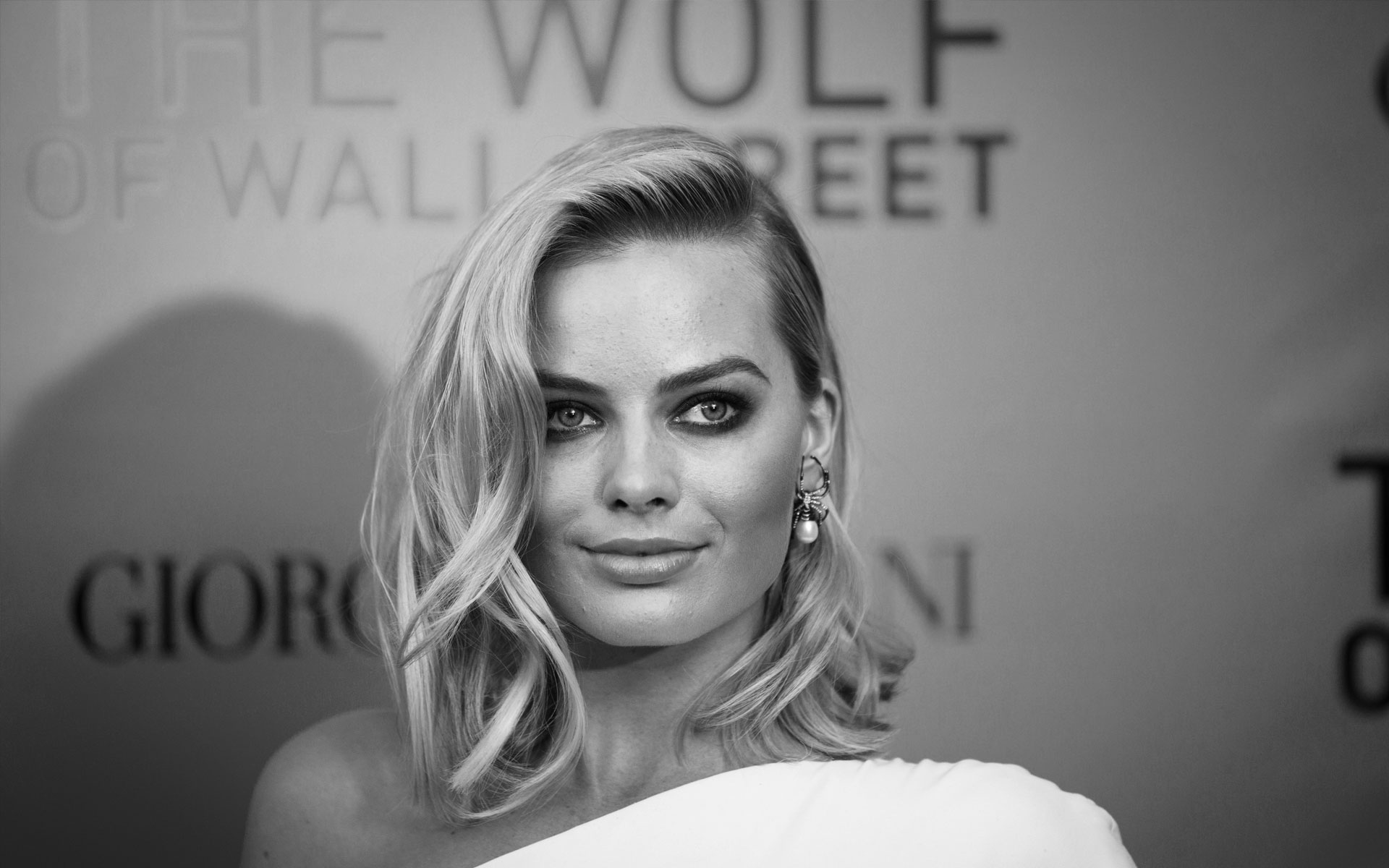 Margot-Robbie-side-hairstyles-black-and-white-hd-wallpaper