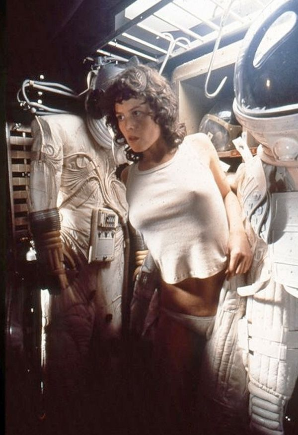 Sigourney Weaver hides from Alien